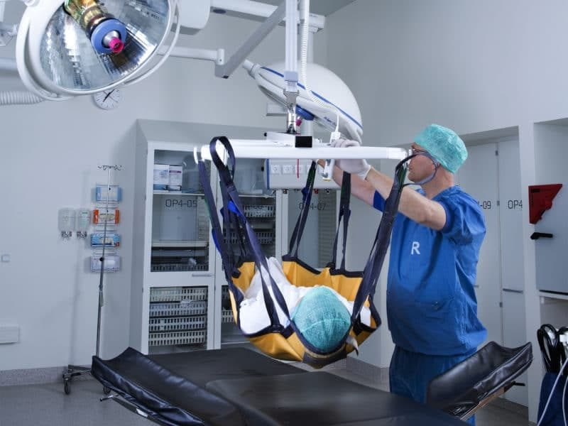 operating theatre insert 800x600 800x600 5 Ways to Utilise Full Body Slings